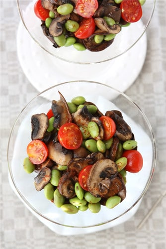 This easy mushroom salad combines the earthy flavors of mushrooms, the pop of edamame and the freshness of tomatoes with a smoky spiced dressing. #mushrooms #salad