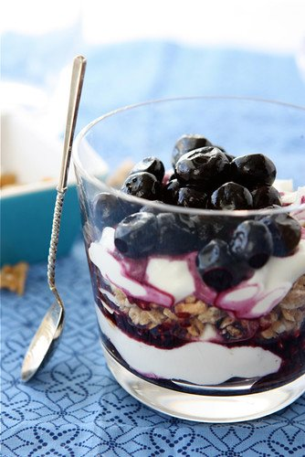 I make this healthy yogurt parfait almost every morning for breakfast. It takes about 5 minutes to make and is a great way to start the day! #yogurtparfait #healthybreakfast #parfait