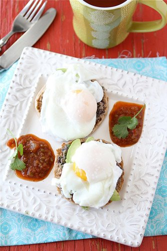 Serve up Southwestern Eggs Benedict at your next Sunday brunch. A fantastic option when you want to lighten up a classic recipe. #eggsbenedict #brunch #healthybreakfast