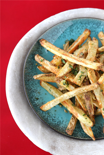 Nothing is more addictive than a plate of baked French fries, particularly when they're sprinkled with Indian spices, such as cumin and coriander. #frenchfries #appetizerrecipes