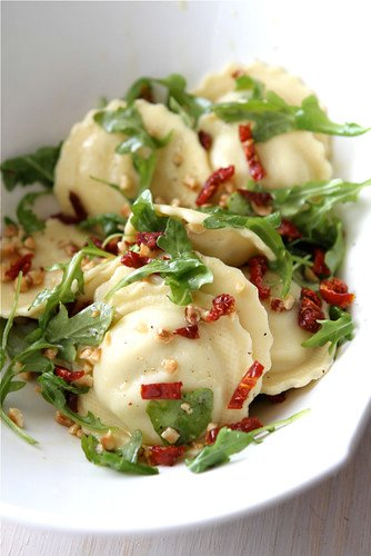 Quick-Ravioli-Recipe-with-Sun-Dried-Tomatoes-Arugula-&-Hazelnuts-Giveaway-Cookin-Canuck