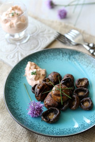 Grilled Mushrooms with Smoked Paprika & Chive Dipping Sauce Recipe