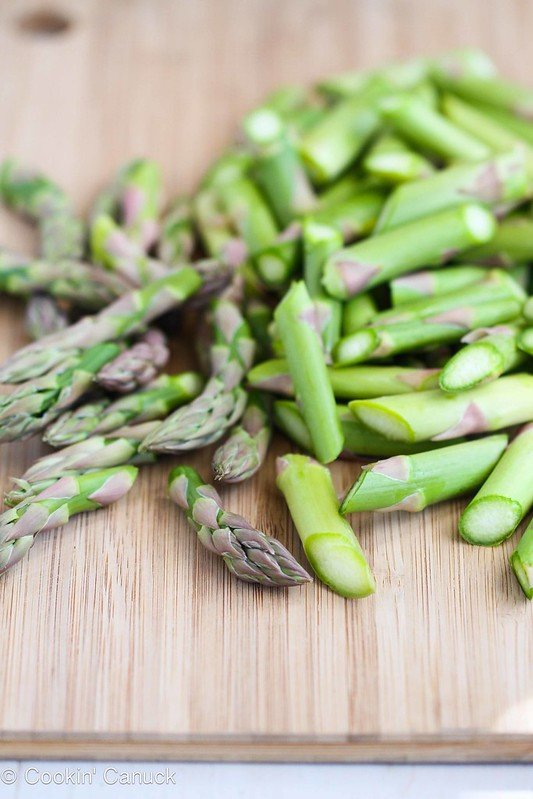 This 5-Ingredient Asparagus Recipe with Curry Sauce is a breeze to make! 47 calories and 1 Weight Watchers SmartPoint #healthy