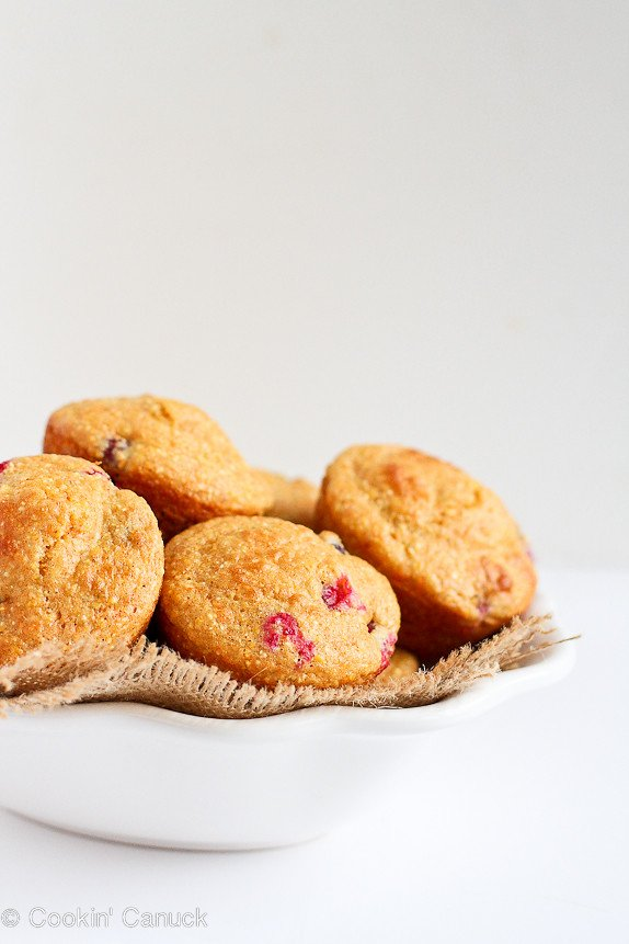 Healthy Cranberry Orange Cornmeal Muffins...Great for snacking! 127 calories and 3 Weight Watcher PP | cookincanuck.com #recipe
