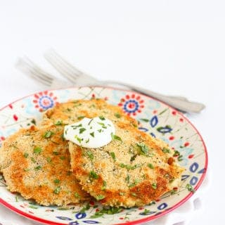 Leftover mashed potatoes get turned into healthy, cheesy chile mashed potato patties for a fantastic side dish or snack. Serve them at any time of the year! 135 calories and 4 Weight Watchers Freestyle SP #Thanksgiving #potatoes #leftovers