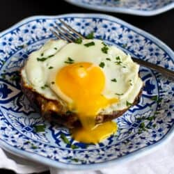Portobello Baked Eggs with Spinach & Smoked Gouda Recipe