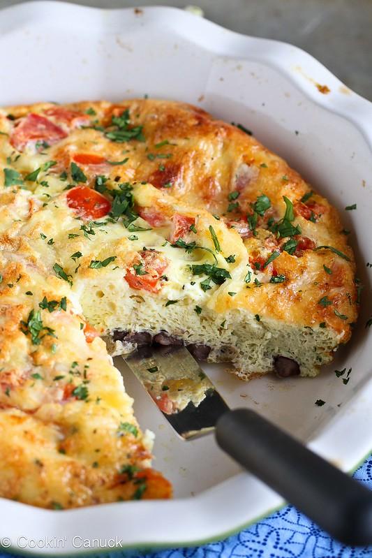 Skinny Southwestern Crustless Quiche Recipe {Vegetarian}   cookincanuck.com #vegetarian #breakfast