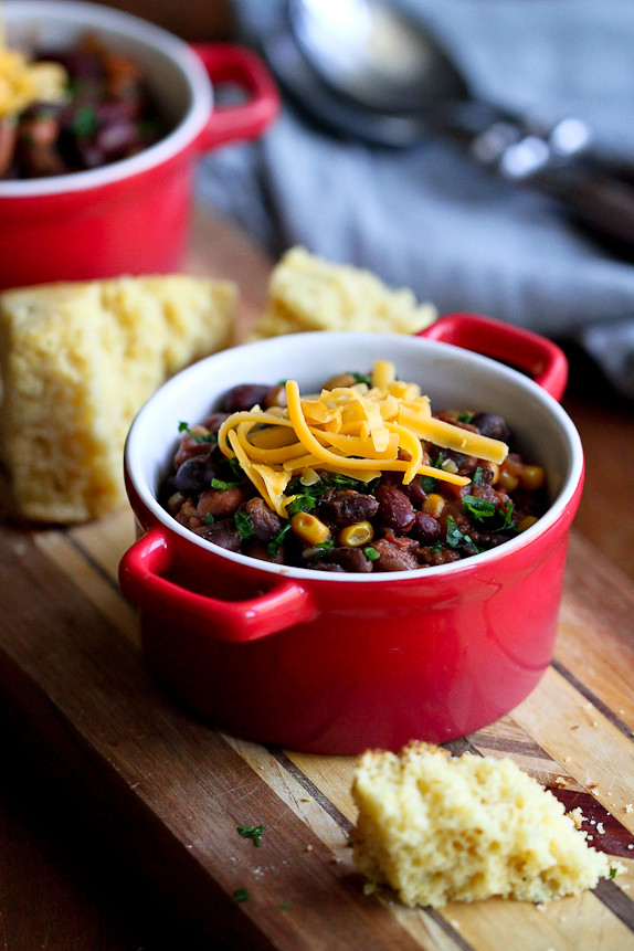 Slow Cooker 3-Bean Vegetarian Chili...Perfect for Meatless Monday! 256 calories and 6 Weight Watchers PP | cookincanuck.com #recipe