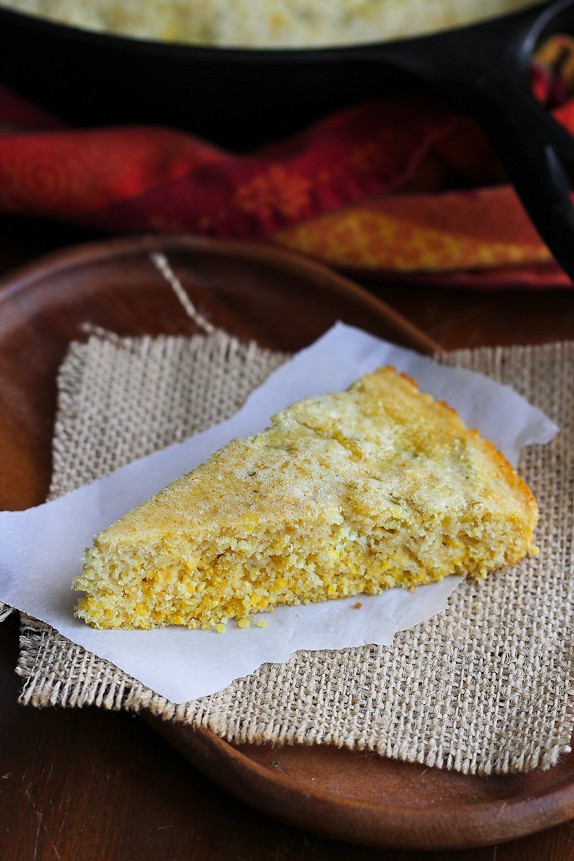 Whole Wheat Skillet Cornbread with Chiles... Chili just isn't the same without some cornbread for dunking! 121 calories and 4 Weight Watchers SmartPoints