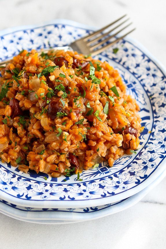 One-Pot Farro, Butternut Squash, & Dried Cherries... This is the fall side dish to beat all others! 156 calories and 4 Weight Watchers PP | cookincanuck.com #recipe #vegan