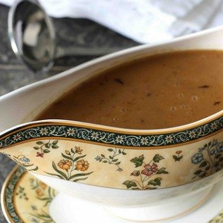 How to Make Turkey Gravy: Recipe & Troubleshooting