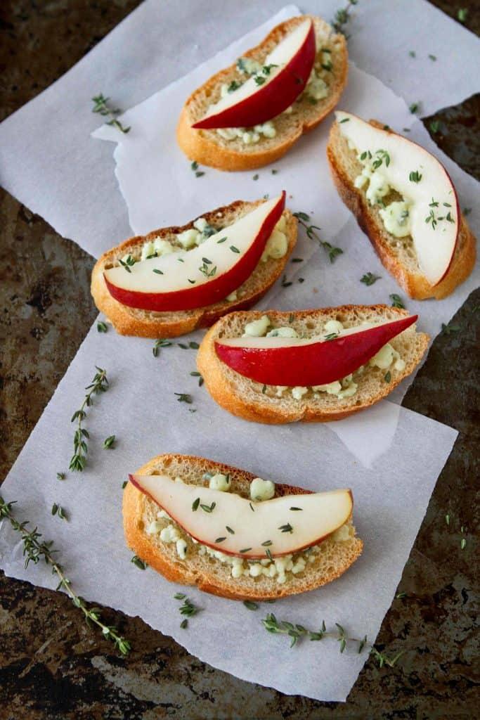 Easy Appetizer: Pear & Blue Cheese Crostini Recipe ...
