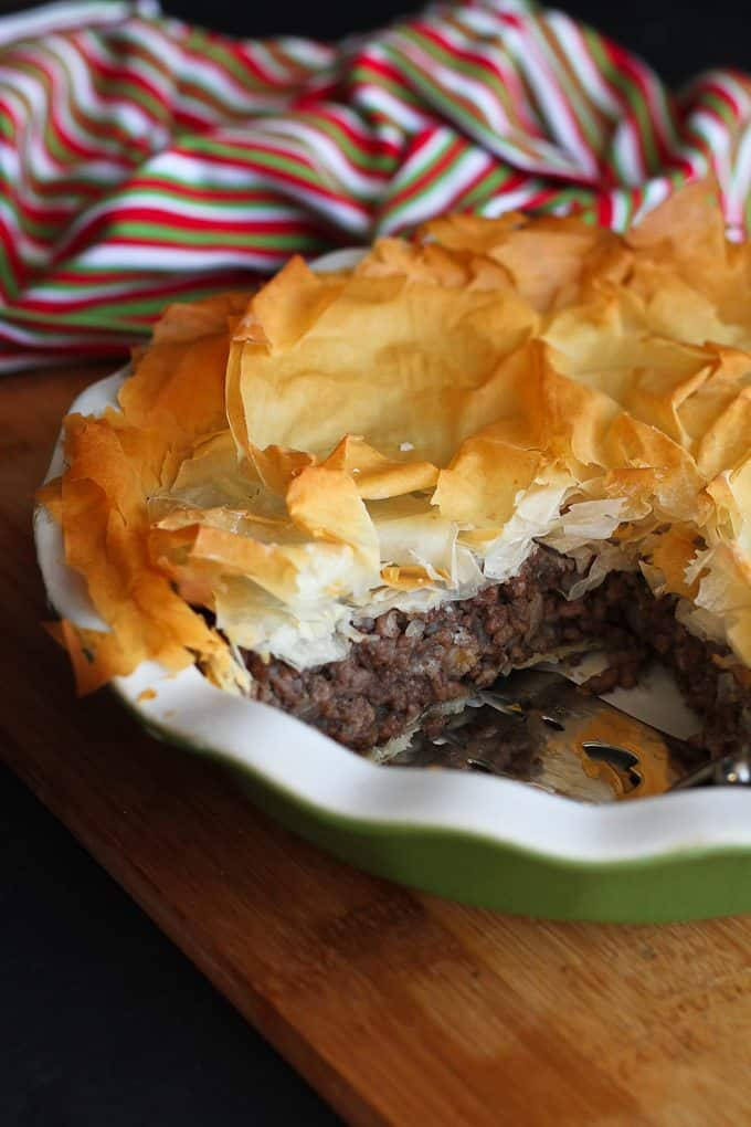 Spiced Meat Phyllo Pie – A light version of the traditional tourtière from Quebec.…310 calories and 8 Weight Watchers PP | cookincanuck.com