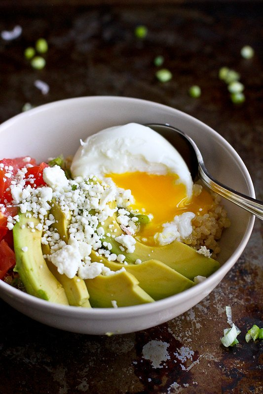 Quinoa Avocado Breakfast Bowl…A vegetarian breakfast bowl full of healthy fats and protein! 316 calories and 6 Weight Watchers Freestyle SP