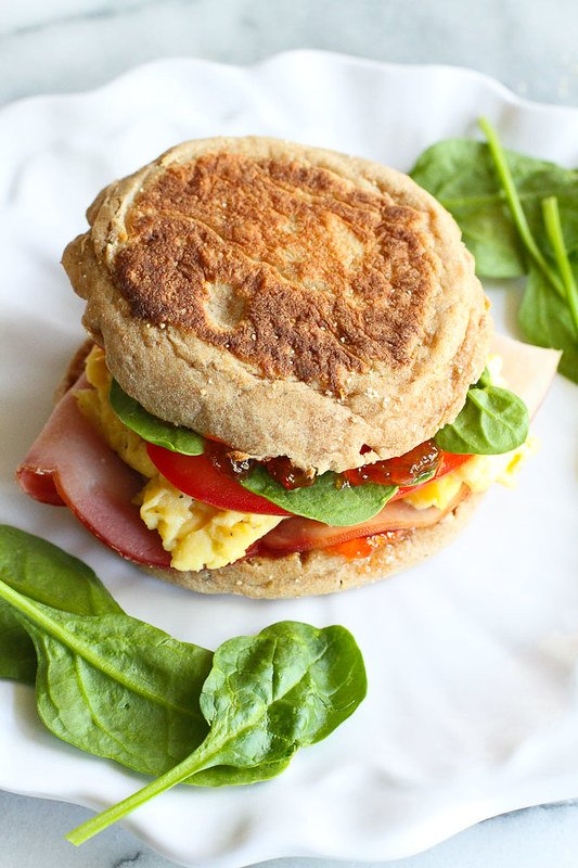 Egg Breakfast Sandwich with Pepper Jelly and Spinach…The breakfast sandwich to beat all others! 255 calories and 6 Weight Watchers Freestyle SP #breakfast #eggs
