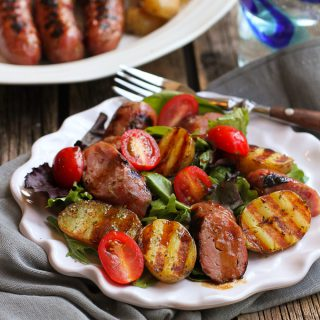 Grilled Sausage and Potato Green Salad…This healthy recipe has all the flavors of a summertime barbecue! 292 calories and 8 Weight Watchers Freestyle SP #CreamerPotatoes #salad #sausage