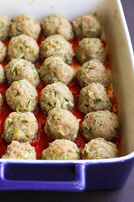 Greek Turkey Zucchini Meatballs…Bake these healthy meatballs in a baking dish, smothered in a quick homemade tomato sauce! 229 calories and 5 Weight Watchers Freestyle SP