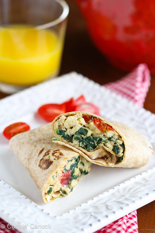 Scrambled Egg Wrap Recipe with Spinach, Tomato and Feta Cheese #recipe #healthy #breakfast