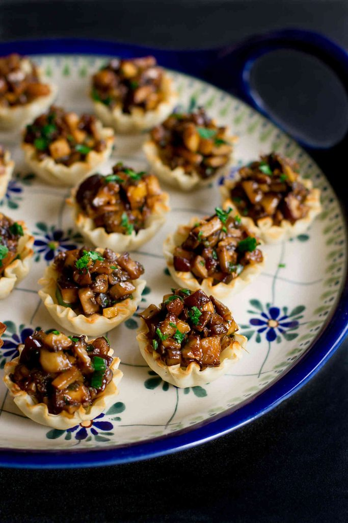These Hoisin Mushroom Phyllo Cups will disappear from the appetizer table in minutes! So much flavor packed into one little bite. 65 calories and 1 Weight Watchers SmartPoint