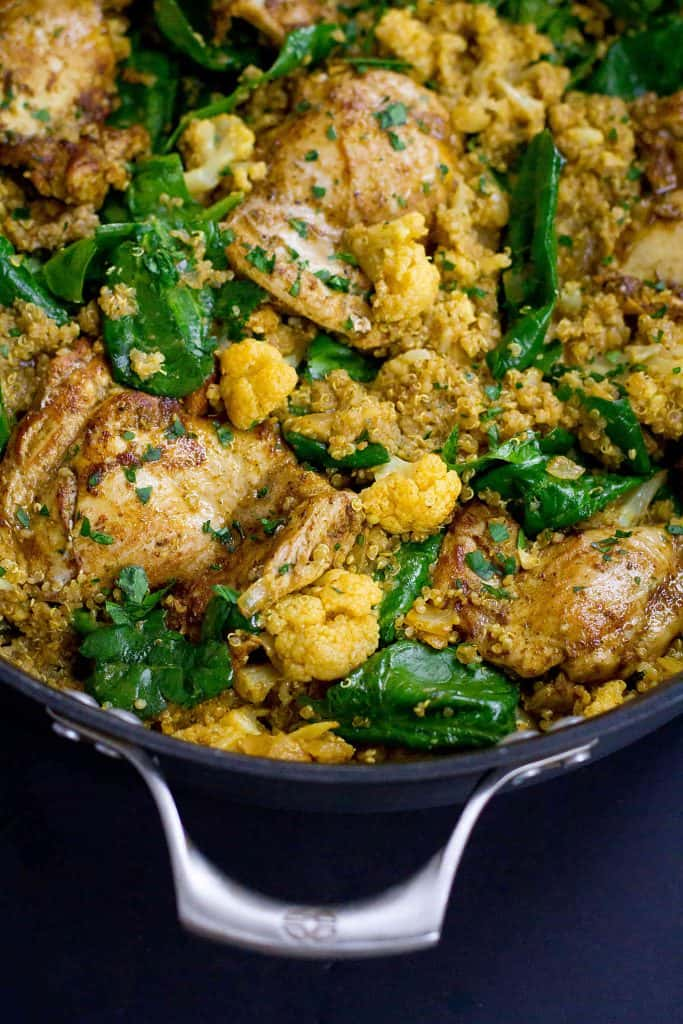 Flavor is the name of the game in this healthy one-pot curry chicken, quinoa and cauliflower recipe that's packed with veggies and goodness! 308 calories and 7 Weight Watchers Freestyle SP #onepot #weightwatchers
