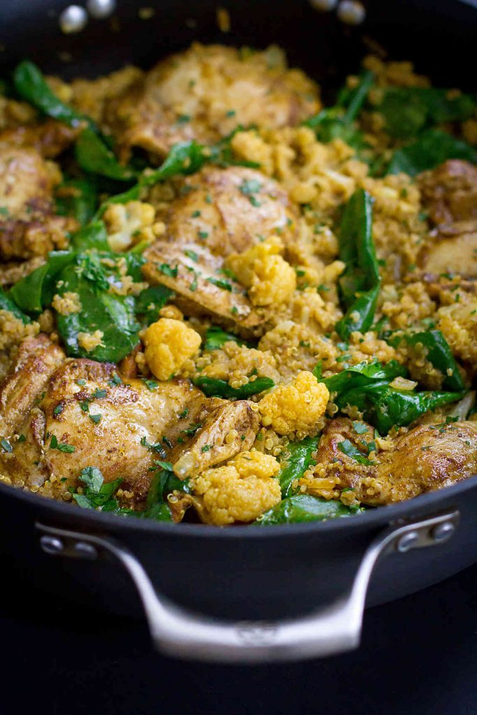 One-Pot Curry Chicken, Quinoa and Cauliflower…Flavor is the name of the game in this healthy one-pot meal that's packed with veggies and goodness! 308 calories and 7 Weight Watchers Freestyle SP