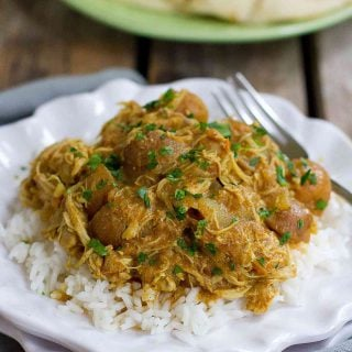 This flavorful Instant Pot Chicken Curry with Potatoes can be cooked in minutes in the pressure cooker or simmered for longer on the stovetop. 350 calories and 9 Weight Watchers Freestyle SP #instantpot #pressurecooker #curry