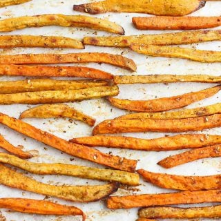 Baked Sweet Potato Fries Recipe with Za'atar…Perfectly spiced, golden brown and only 5 ingredients! You won't be able to eat just one. 140 calories and 5 Weight Watchers Freestyle SP #sweetpotato #fries #cleaneating