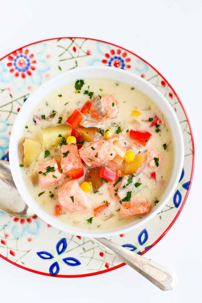 Light Salmon and Potato Chowder... A hearty soup that doesn't blow the calorie bank! 322 calories and 8 Weight Watchers SmartPoints