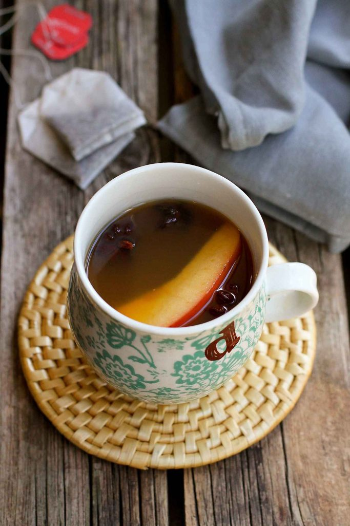 Slow Cooker Chai Apple Cider…Put a fresh spin on apple cider with the flavors of chai tea. Your house will smell amazing! 110 calories and 4 Weight Watchers Freestyle SP