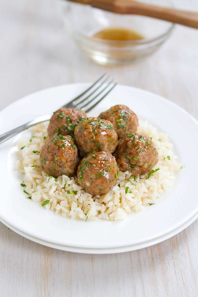 Who can resist a plateful of Honey Garlic Turkey Meatballs?! Great as appetizers or served over rice as an easy dinner. 239 calories and 7 Weight Watchers Freestyle SP #meatballs #weightwatchers