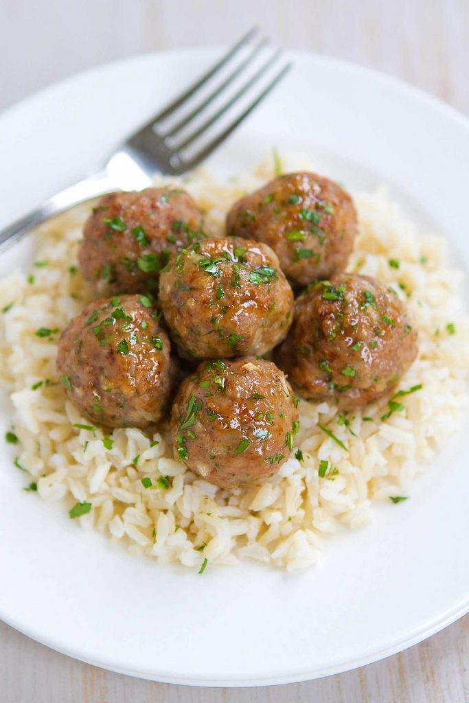 Who can resist a plateful of Honey Garlic Turkey Meatballs?! Great as appetizers or served over rice as an easy dinner. 239 calories and 7 Weight Watchers Freestyle SP