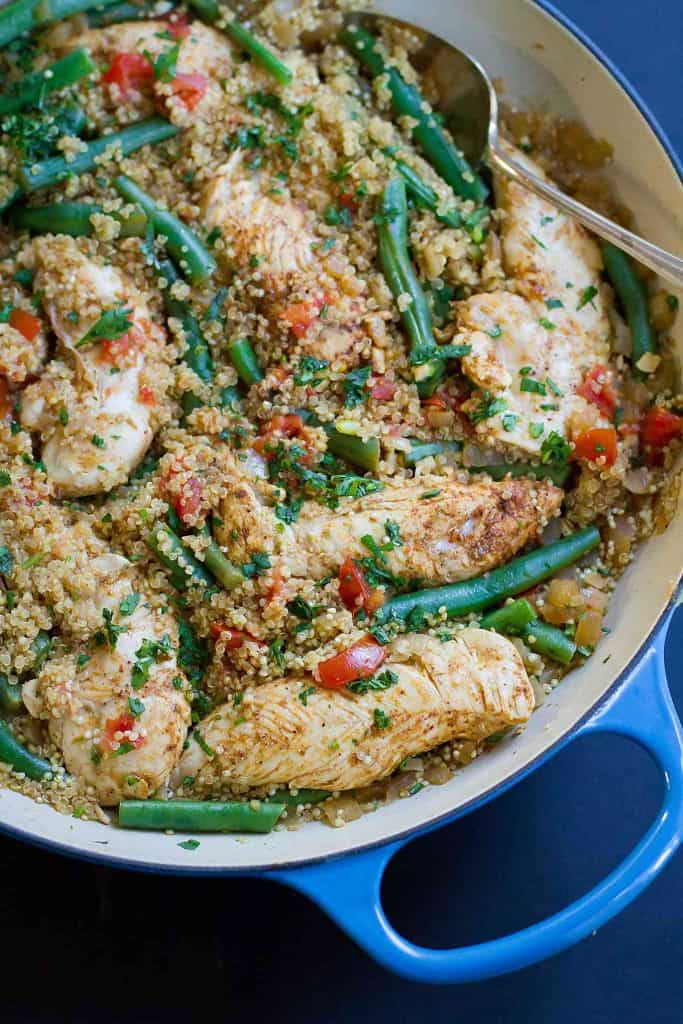 One Pot Chili Lime Chicken with Quinoa…Healthy, delicious weeknight recipe with almost no clean-up. Bliss! 375 calories and 7 Weight Watchers Freestyle SP