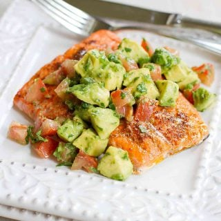 This amazing Roasted Salmon with Avocados Salsa recipe comes together in just 15 minutes. Fantastic for entertaining or an easy weeknight meal. 345 calories and 3 Weight Watchers Freestyle SP #salmon #avocado #cleaneating #weightwatchersrecipes
