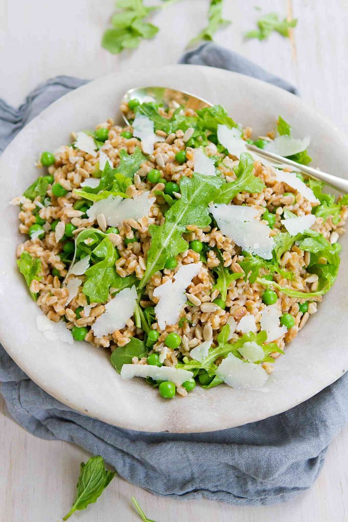 This easy whole grain Farro Salad Recipe with Peas and Arugula highlights the fresh flavors of spring! 152 calories and 4 Weight Watchers Freestyle SP