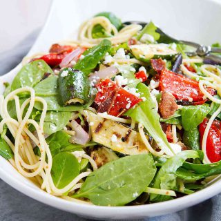 This Grilled Vegetable Salad with Bacon and Spaghetti is the perfect melding of flavors and textures. Great summertime salad! 221 calories and 7 Weight Watchers Freestyle SP