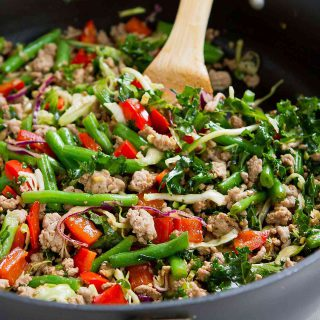 This Ground Turkey Stir-Fry with Greens Beans and Kale is a healthy, delicious 20 minute meal! 203 calories and 1 Weight Watchers Freestyle SP #easydinnerrecipes #weightwatchers #stirfry