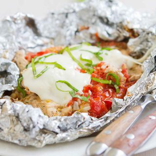 Toss these Caprese Chicken Foil Packets in the oven or on the grill for an easy dinner. Great for camping! 307 calories and 5 Weight Watchers Freestyle SP