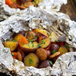 These Grilled Sausage and Potato Foil Packets are fantastic for an easy grilling weeknight or camping meal! 286 calories and 7 Weight Watchers Freestyle SP