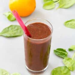 Sip on this Berry Green Smoothie for breakfast or to curb those afternoon munchies. Plenty of protein, fiber and antioxidants! 137 calories and 5 Weight Watchers SmartPoints