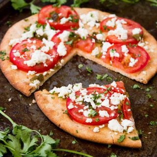 This vegetarian Feta Tomato Jalapeno Flatbread is fantastic for a spur of the moment meal or as an easy appetizer to share with friends. 172 calories and 6 Weight Watchers Freestyle SP