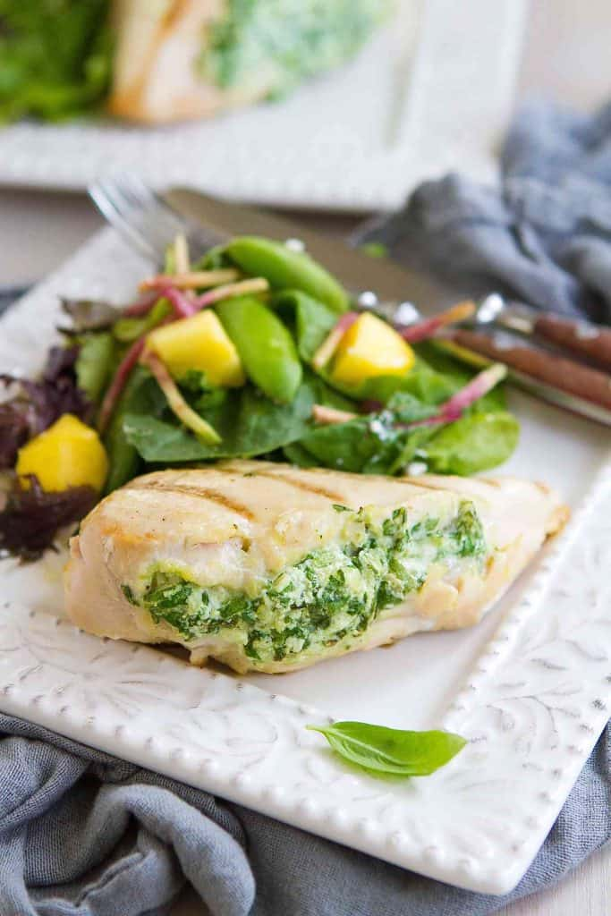 Impress your guests with these surprisingly easy Grilled Spinach Artichoke Stuffed Chicken Breasts! 284 calories and 4 Weight Watchers Freestyle SP
