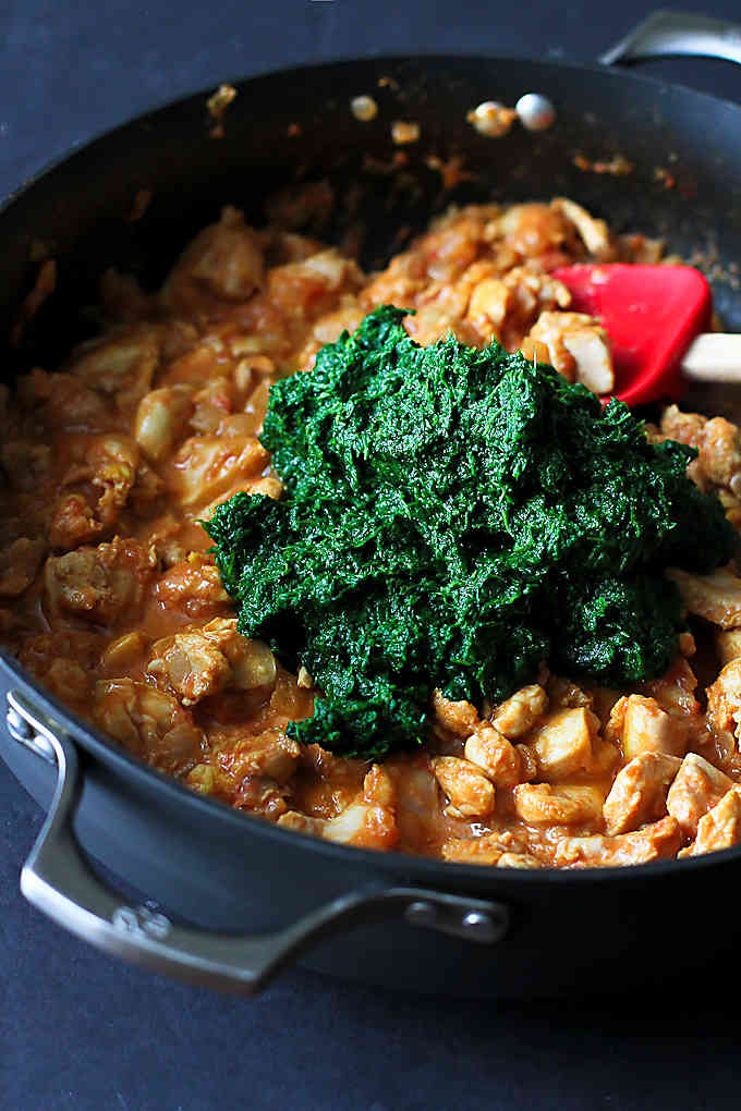 Spinach Chicken Curry Recipe {Chicken Saag}…Make this classic, healthy Indian dish in your own kitchen! 248 calories and 5 Weight Watcher Freestyle SP