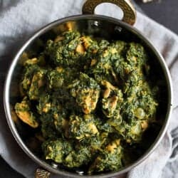 Spinach Chicken Curry Recipe {Chicken Saag}…Make this classic, healthy Indian dish in your own kitchen! 248 calories and 6 Weight Watcher Freestyle SP #saag #chickenrecipes #weightwatchers