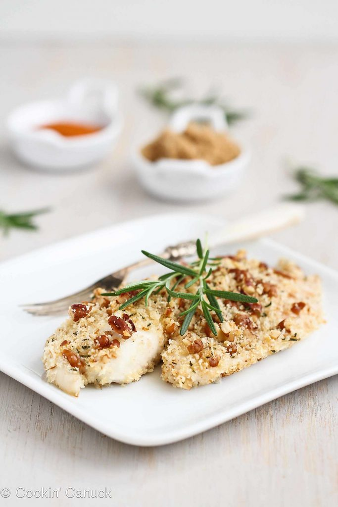 This healthy baked tilapia recipe is a fantastic 30 minute meal, and the pecan rosemary topping gives it a ton of flavor! 222 calories and 4 Weight Watchers Freestyle SP