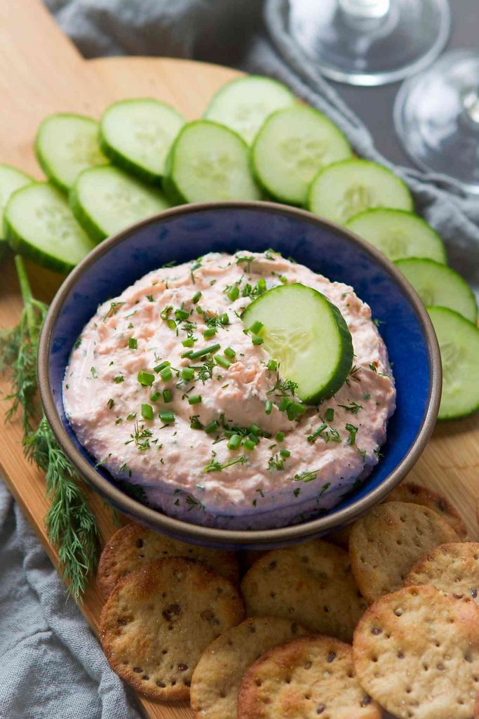 This light smoked salmon dip is nothing short of addictive. Bonus - it comes together in 5 minutes! 48 calories and 2 Weight Watchers Freestyle SP #appetizer