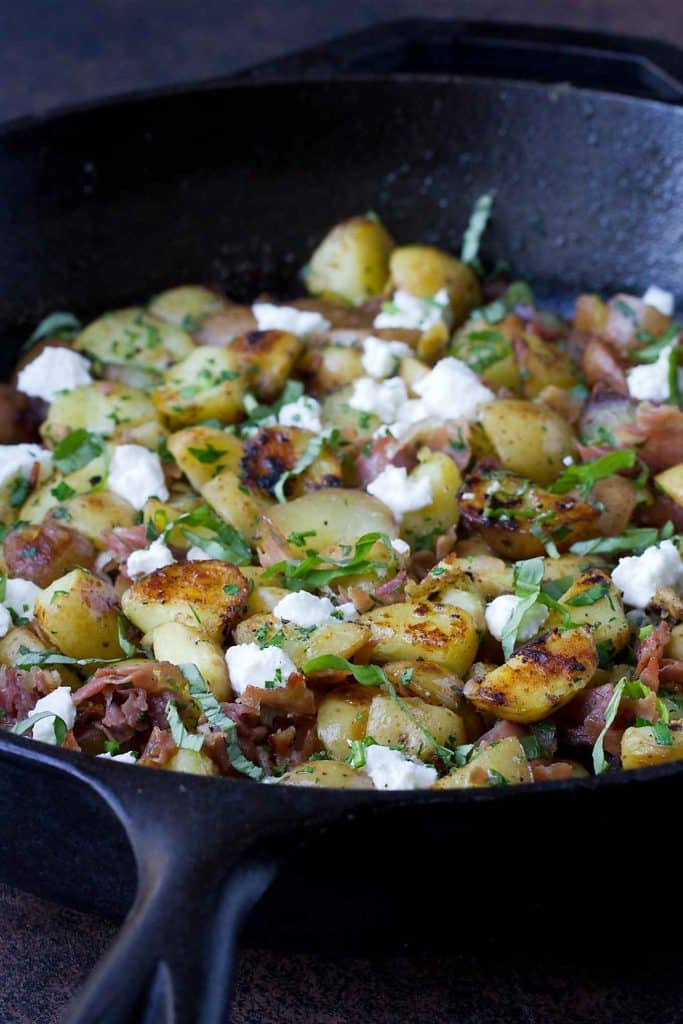 This healthy potato hash with prosciutto and goat cheese is a breeze to make. The perfect option for brunch! 107 calories and 3 Weight Watchers Freestyle SP