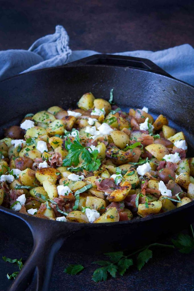 Prosciutto and goat cheese make this breakfast potato hash even better! Fantastic for Sunday brunch. 107 calories and 3 Weight Watchers Freestyle SP #brunch #recipe