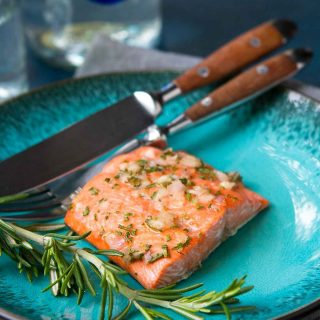 This healthy Broiled Rosemary Honey Salmon takes less than 15 minutes to make, which means that it's ideal for busy weeknights! 243 calories and 2 Weight Watchers Freestyle SP