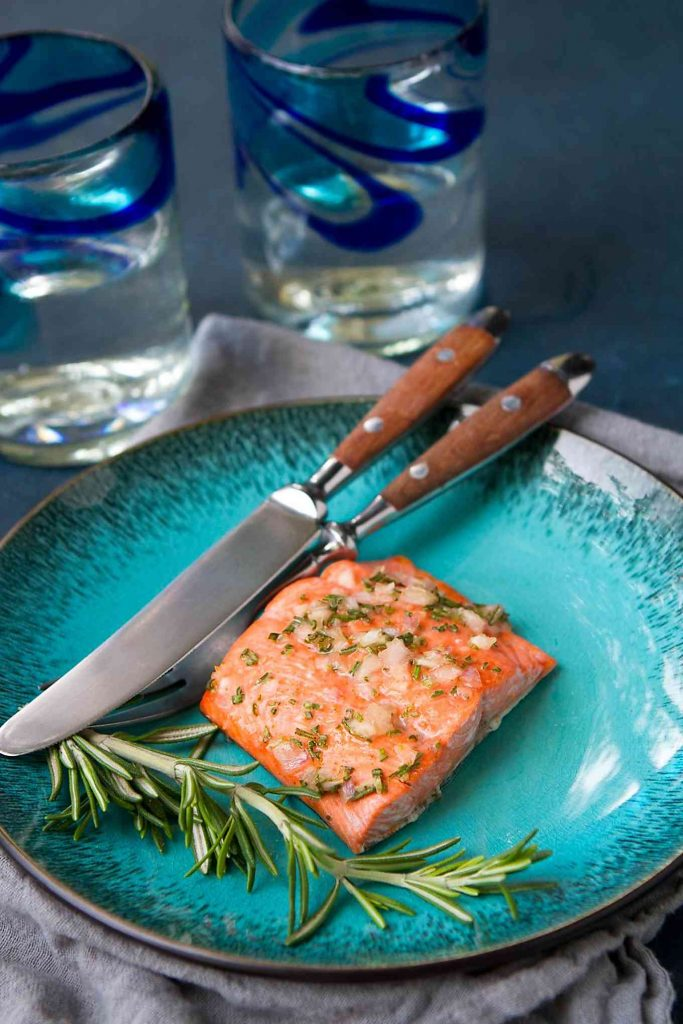 Looking for an easy, healthy salmon recipe? This recipe, complete with a delicious honey rosemary glaze, should do the trick! 243 calories and 2 Weight Watchers Freestyle SP