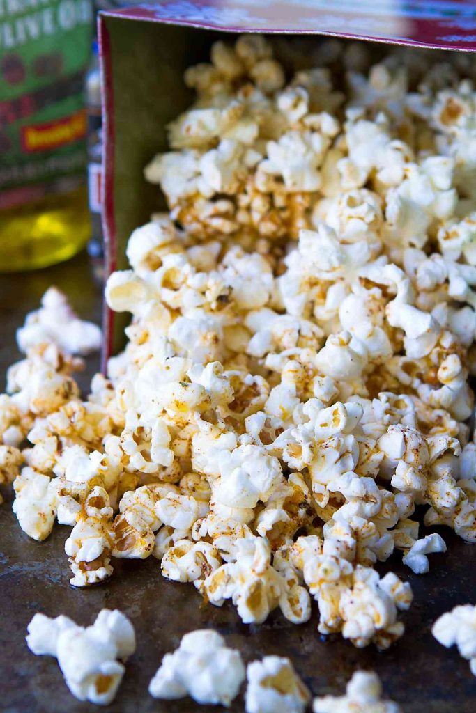 Make a batch of this healthy popcorn recipe in minutes. Drizzling with a taco seasoned olive oil makes it positively addictive! 102 calories and 3 Weight Watchers Freestyle SP